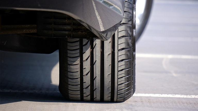 Боковой порез шины: что делать и стоит ли ремонтировать?